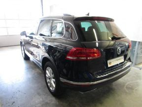 Photo n°8 de l'annonce de VOLKSWAGEN Touareg 3.0 V6 TDI 204ch BlueMotion Technology Carat 4Motion Tiptronic occasion de couleur BLEU MOONLIGHT à vendre à Millau